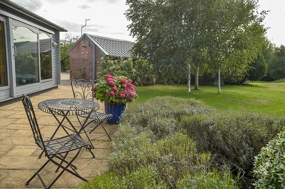 Great outdoor space for private meetings, a unique meeting space in wiltshire